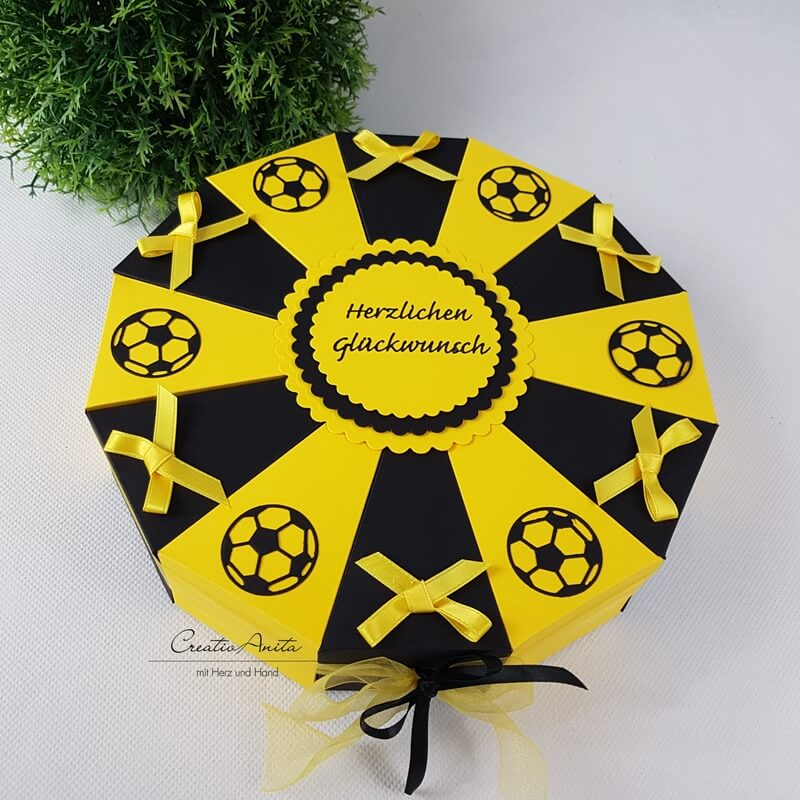 Schachteltorte Fussball Lieblingsverein Geschenk Creativanita